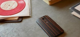Moto X+1 leaked image confirms wooden back and Verizon availability