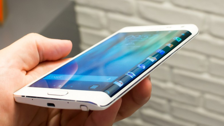 Could we be seeing a curved display in the Galaxy S6, similar to the one we can already find in the Note Edge?