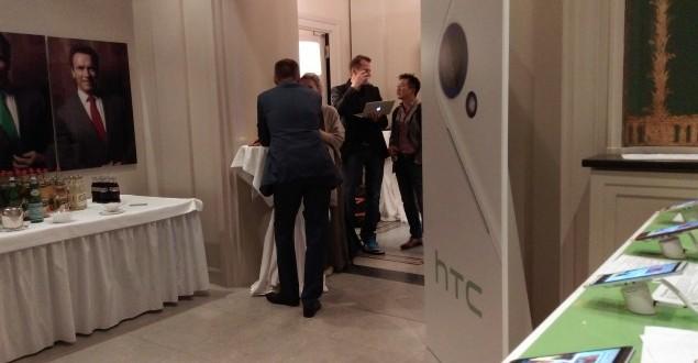 HTC-Desire-820-HTC-One-M8-comparison