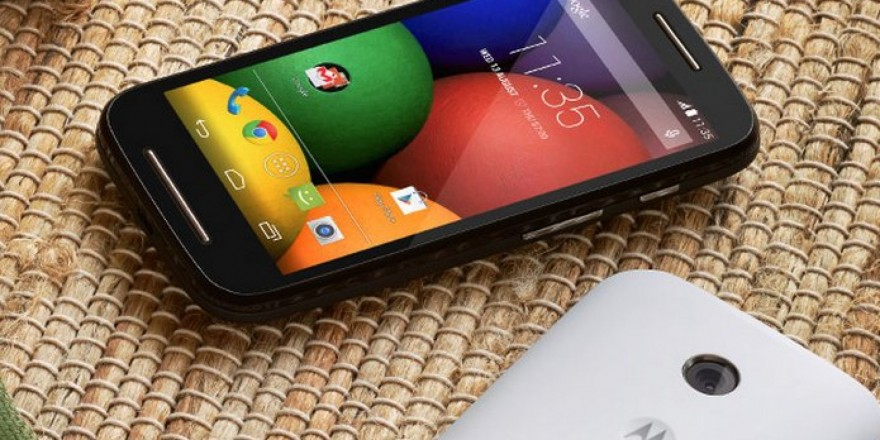 The Motorola Moto E might look unassuming, but it's in no way unpleasant to hold and feel. The backcover just begs you to hold it!