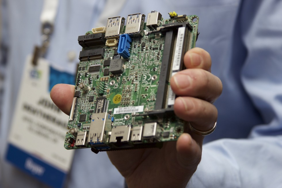 new-motherboard-intel-next-unit-of-computing