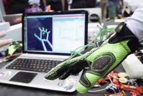 Virtual-Reality-Gloves-Rice